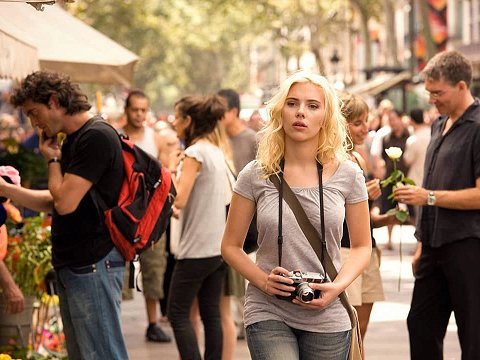 Scarlett Johansson walks down La Rambla as Cristina in Vicky Cristina Barcelona