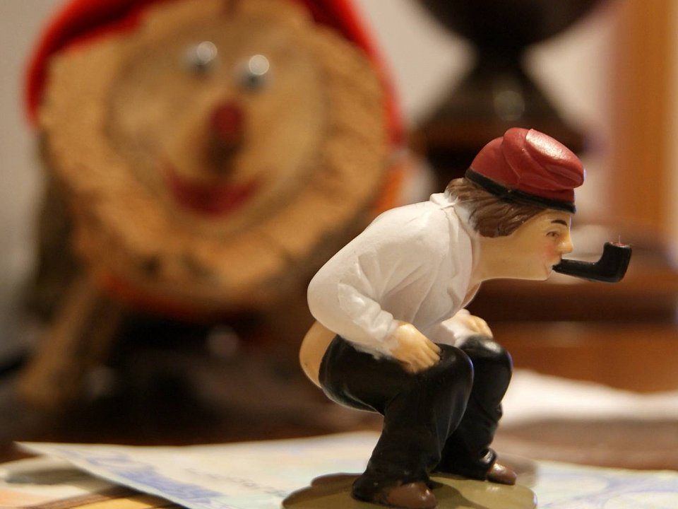 The bare-bottomed caganer figurine