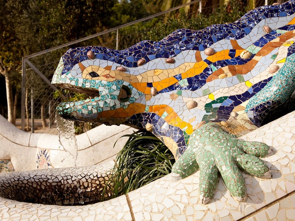 colourful mosaic dragon in Park Güell